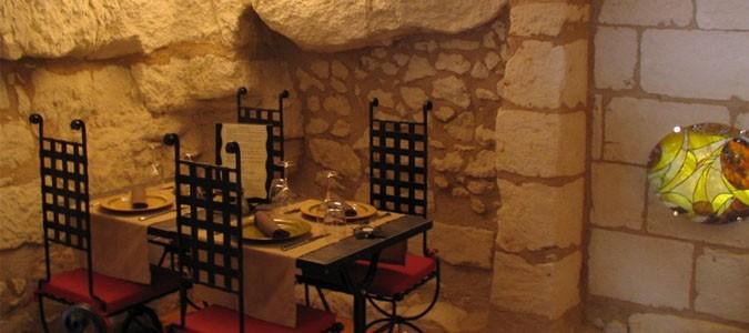 D jeuner dans un restaurant troglodyte en loire valley val de loire - Maison troglodyte angers ...