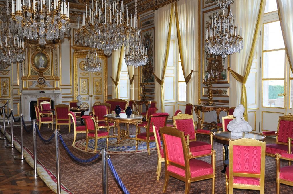 Le ch teau de chaumont sur loire meubl par le mobilier for Design hotel des francs garcons