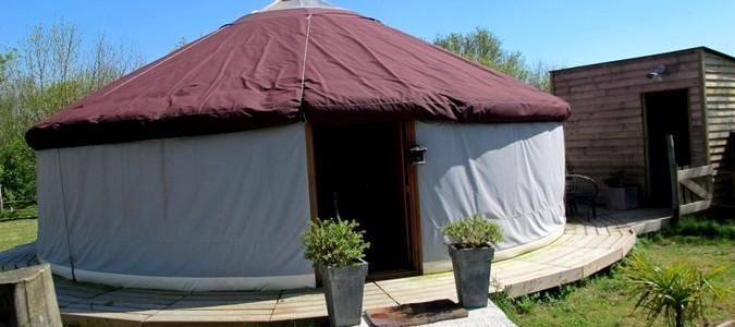 logements insolites val de loire yourte en pays de loire. Black Bedroom Furniture Sets. Home Design Ideas