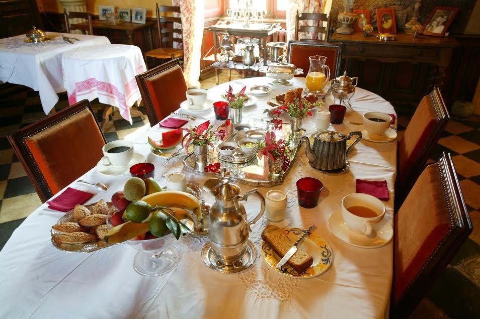 Le ch teau de chambiers une parenth se enchant e val for Table petit dejeuner au lit