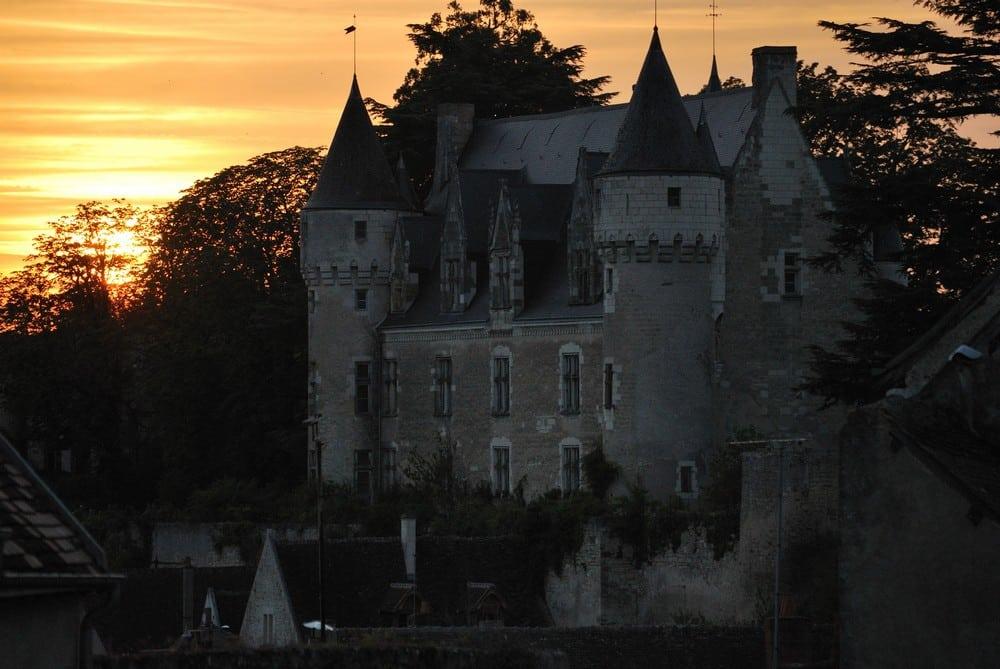 CC 3.98 - SUJETS Chateau-montresor-coucher-soleil-Crackzv8