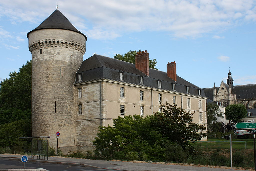 chateau-tours-guillaume-piolle