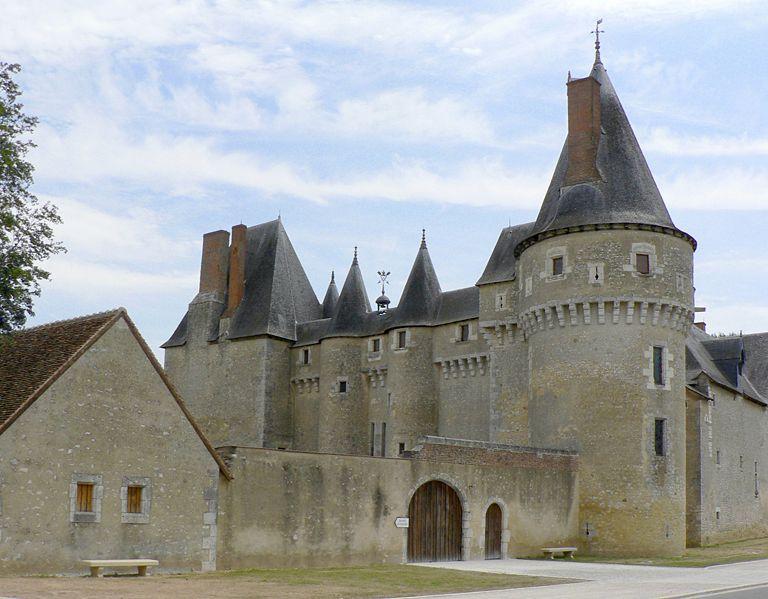 chateau-fougeres-sur-bievre-patrick-clenet