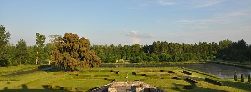 chateau-saint-denis-sur-loire-jardin-medicis-aaygues