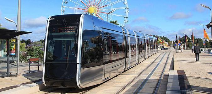 un chanteur cr l 39 hymne du tramway de tours val de loire. Black Bedroom Furniture Sets. Home Design Ideas