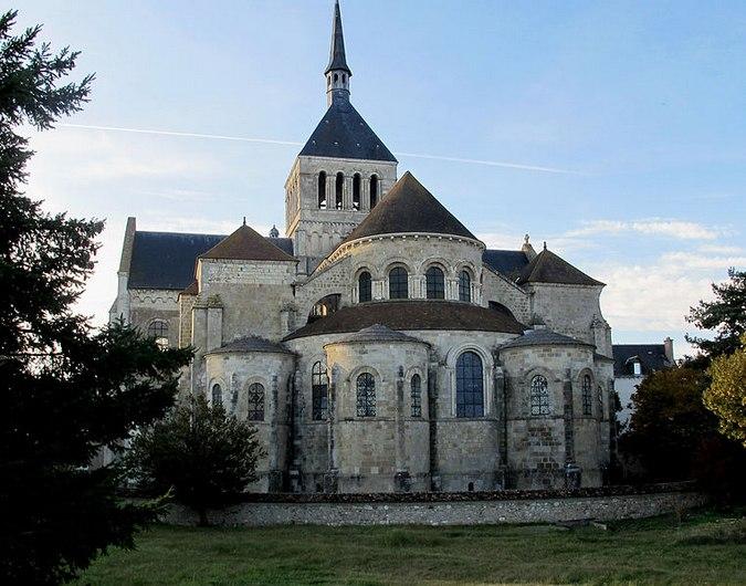 abbaye-fleury-saint-benoit-sur-loire-my-loire-valley-velo