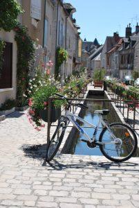 (a) Bureau touristique de Beaugency