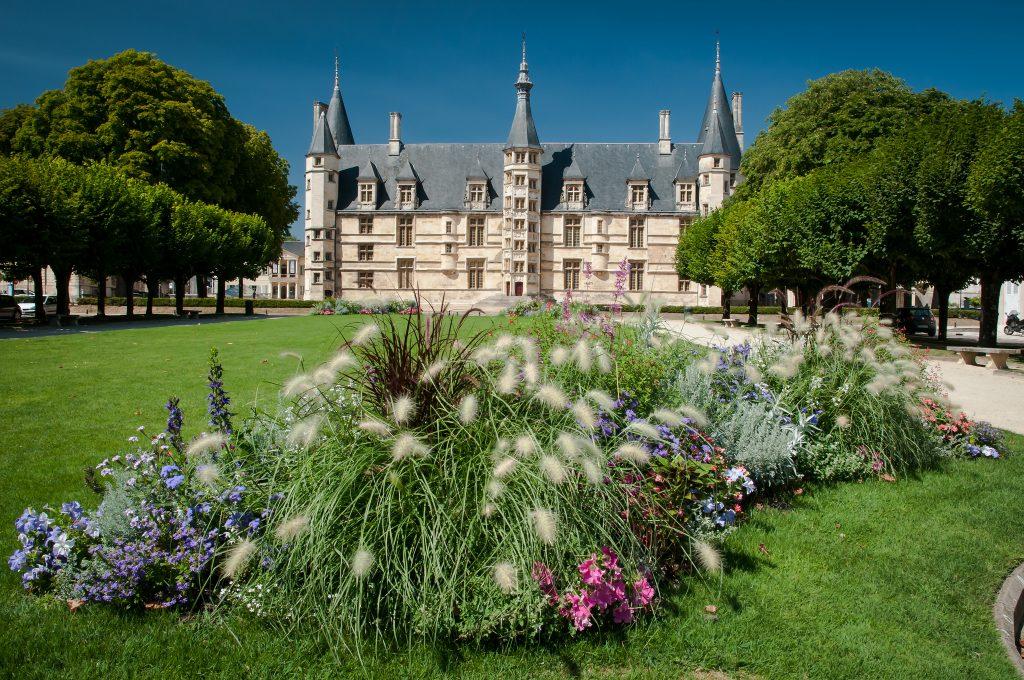 palais-ducal-nevers-Christian-PARREIRA-flickr-cc