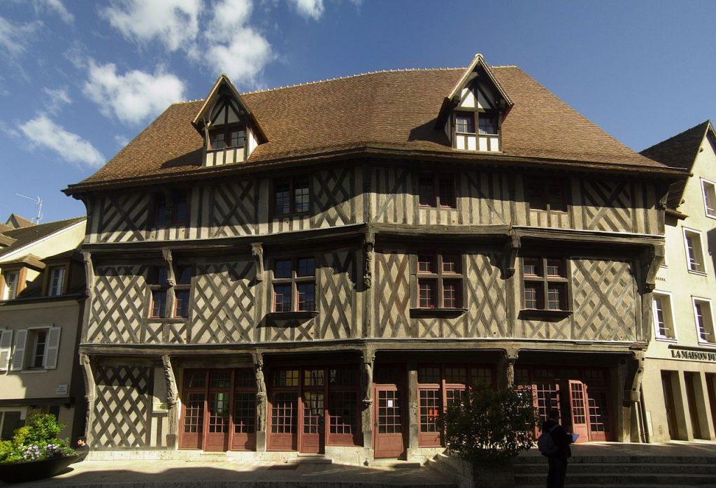 Chartres capitale de la lumi re et du parfum val de loire for Andrieux la maison du vitrail
