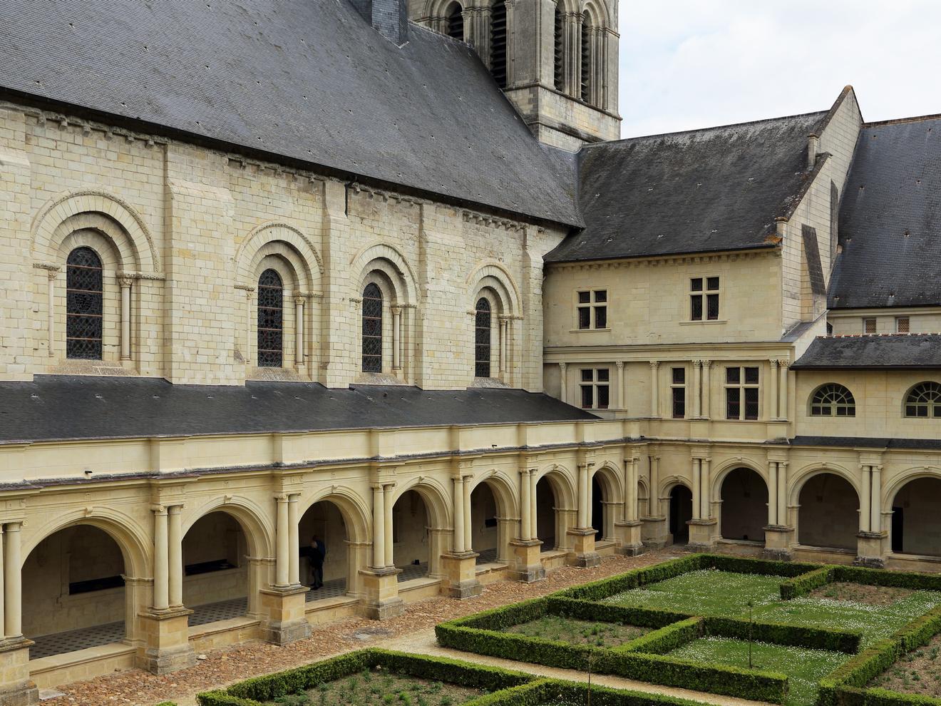 Cloître de l'abbaye de Fontevraud par Marc Ryckaert