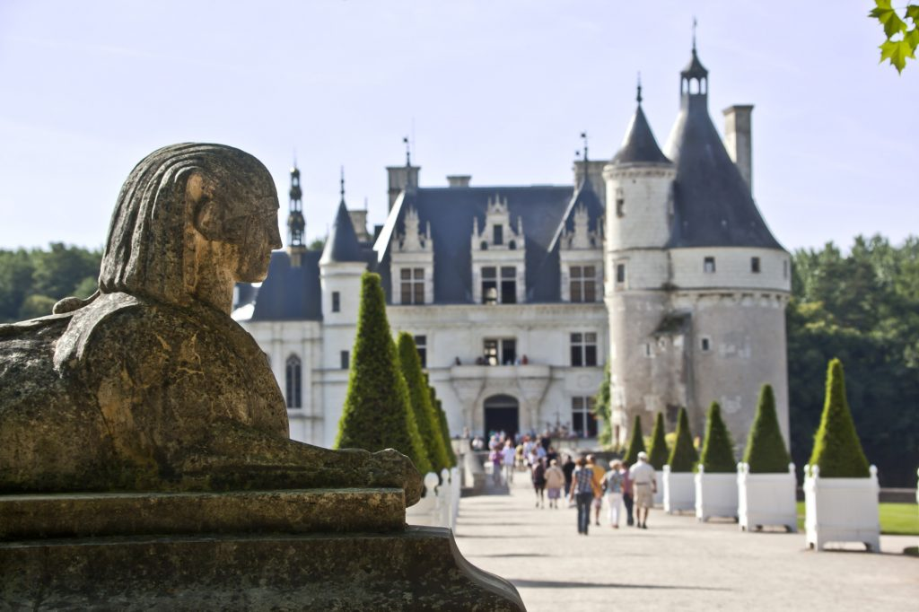 chenonceau-chateau-entrée-statue©marc-jauneaud