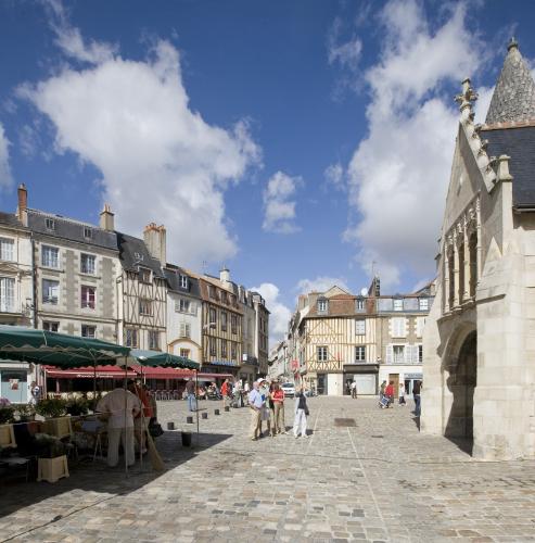 Place Notre Dame - Poitiers - crédit Laval (1)