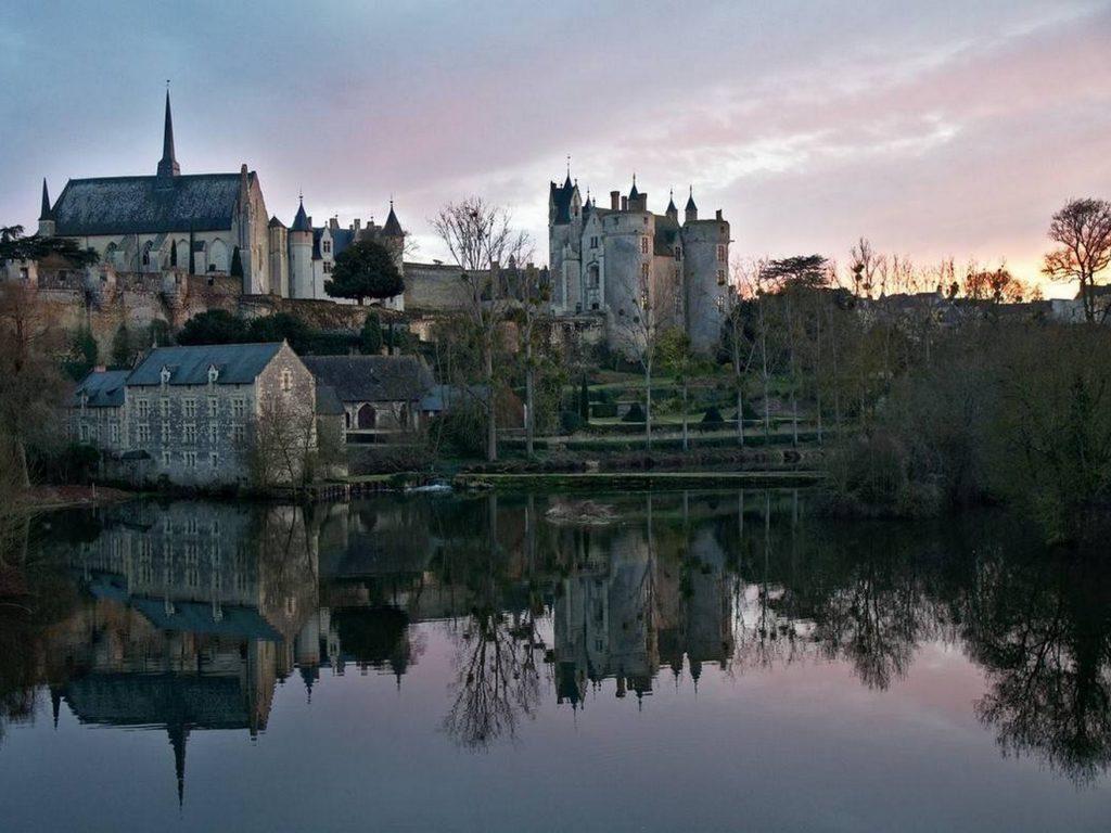 ville-montreuil-bellay-panorama-thouet-petite-cite-caractere-anjou-gilles-durand