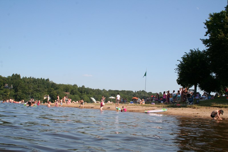 baignade-berry-lac-eguzon-plage-chambon-indre-berry-province