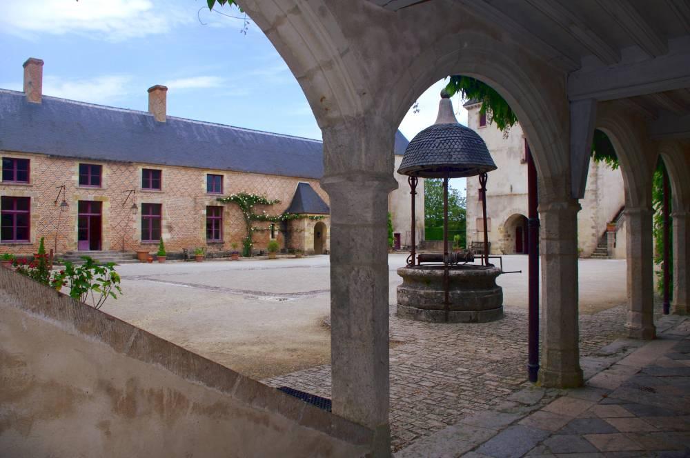 Cour intérieure du château de Chamerolles