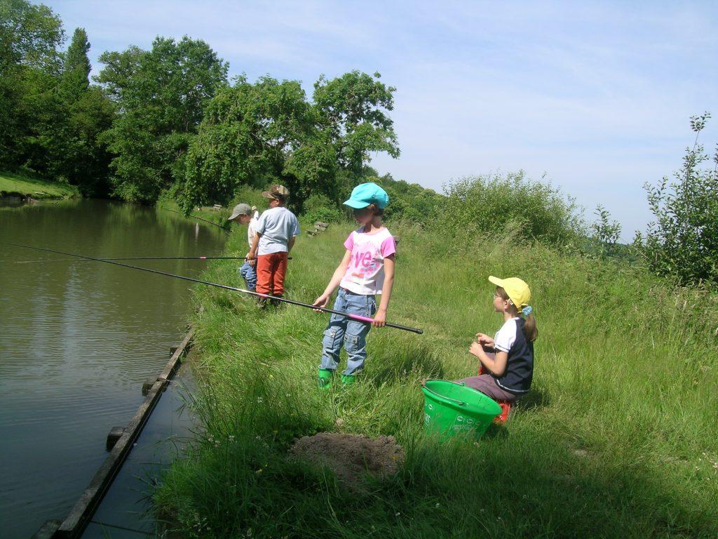 domaine du ciran - pêche dans le canal