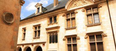 Bourges, entre patrimoine, gastronomie et artisanat
