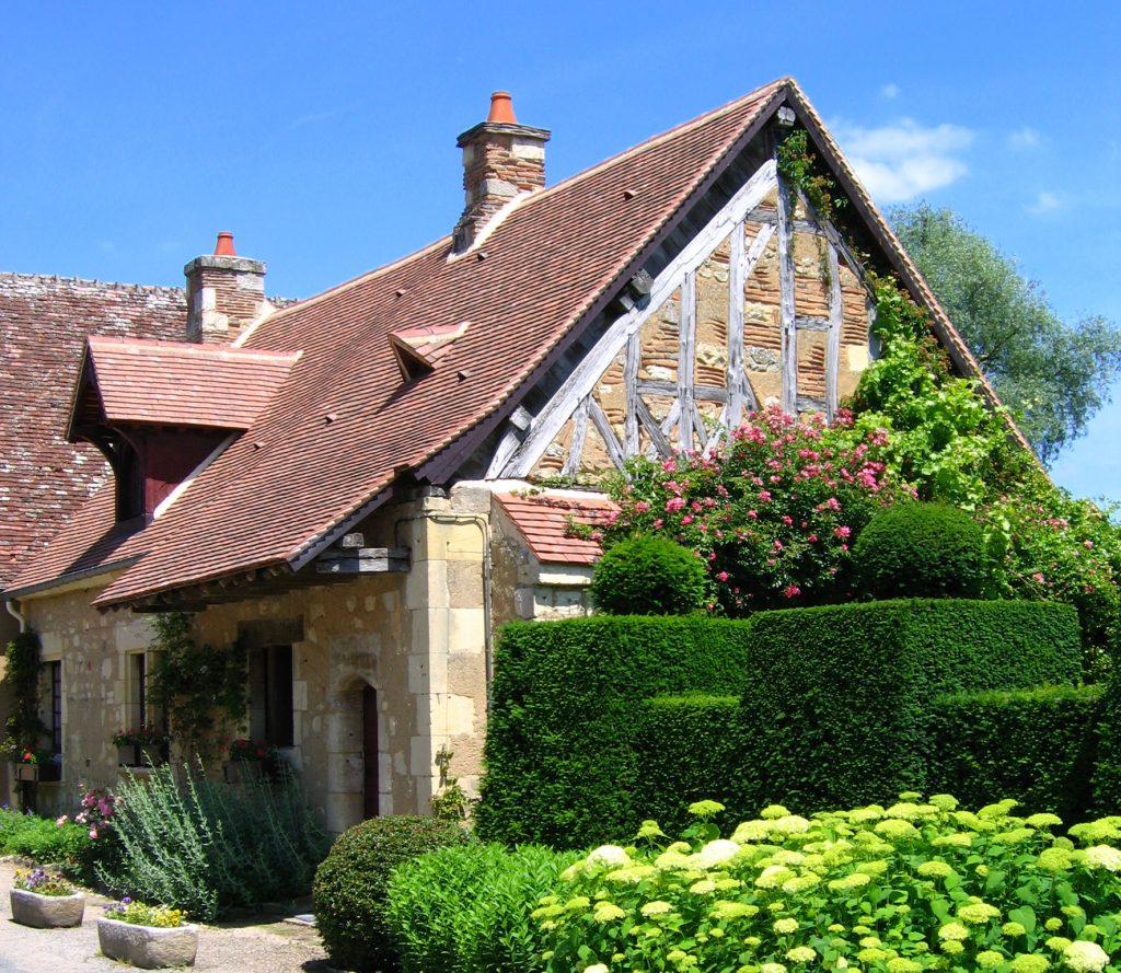 village-apremont-sur-allier-Maison village