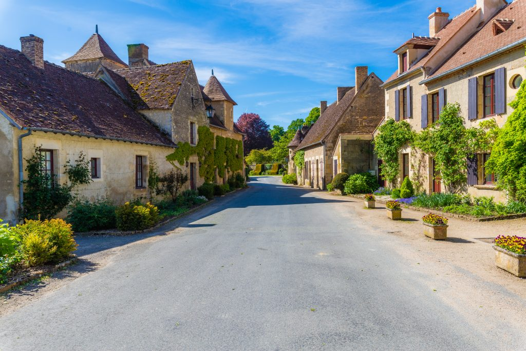 village-apremont-sur-allier-Village