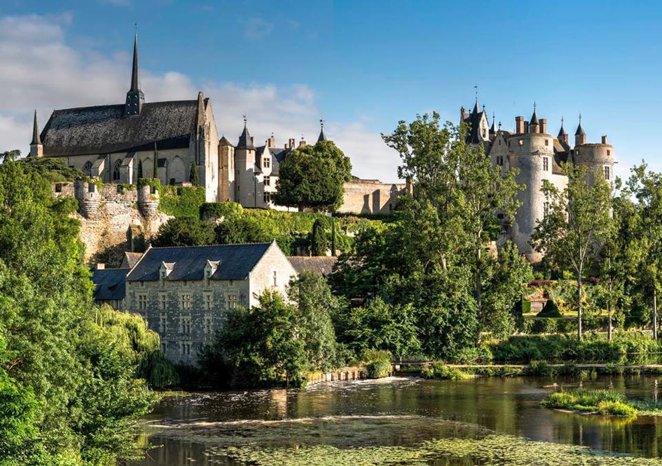 ville-de-montreuil-bellay-anjou-FlickrCommons-Rogerarmfelt