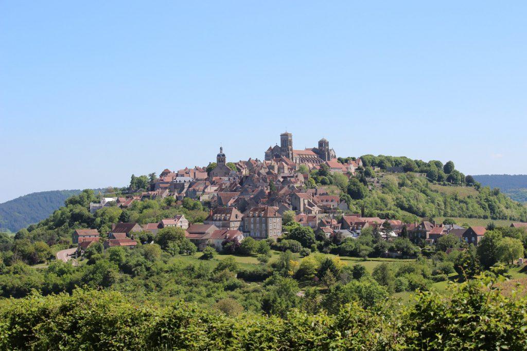 panorama-vezelay-colline-basilique-agnes-millot-OT-Grand-Vezelay