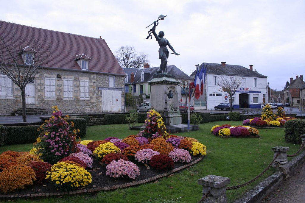 Saint-Pierre-le-Mouthier, Statue de Jeanne d'Arc