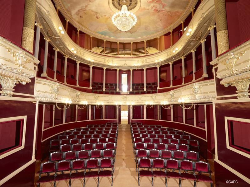 Vue sur les intérieurs du théâtre Blossac à Châtellerault