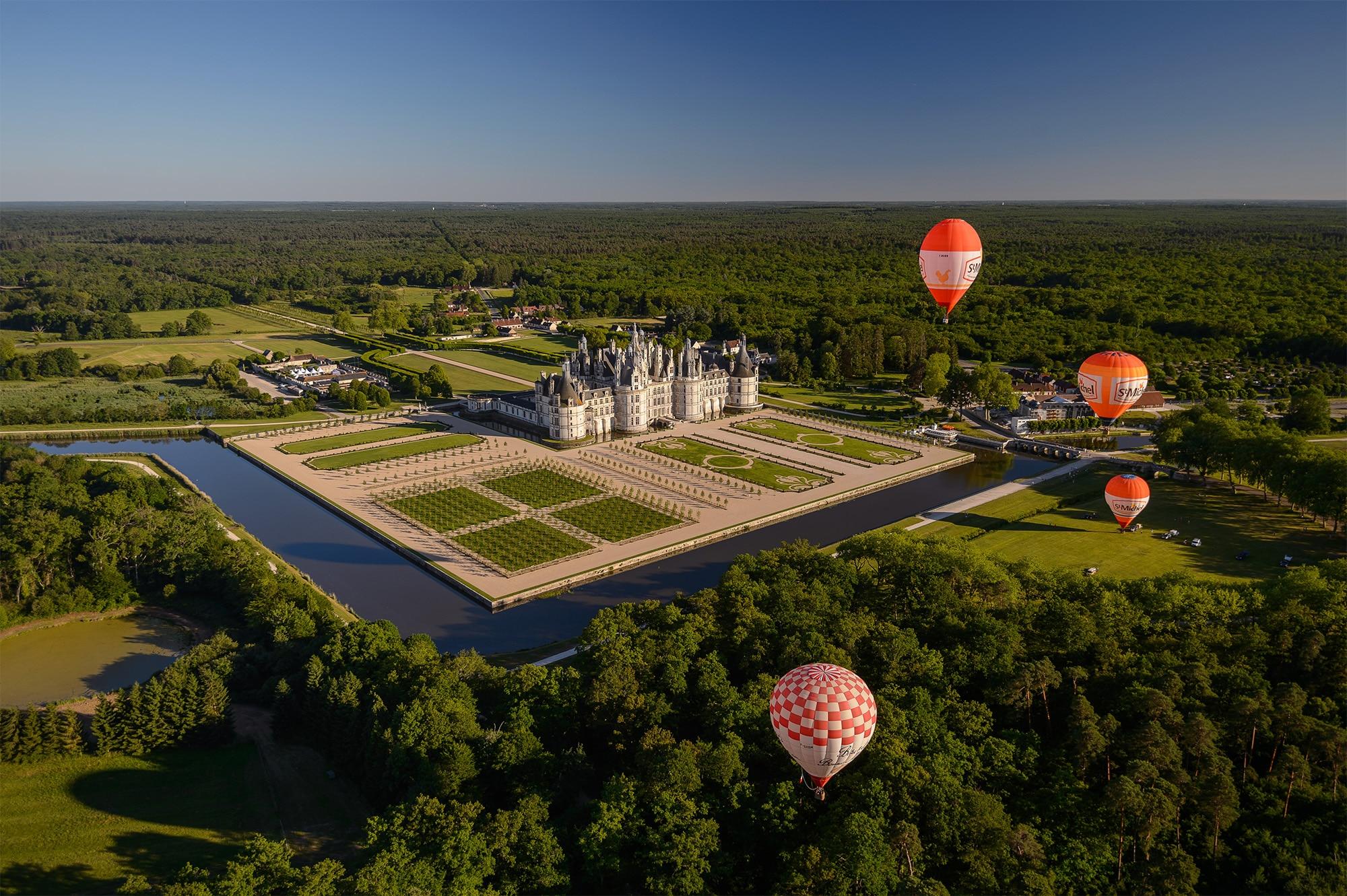 500-Ans-Renaissances-Val-de-Loire-Chambord_Montgolfiere_LdeSerres_DomNatdeChambord-2000px