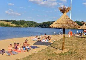 Base de loisirs, lac de Sidiailles, plage, bateau, baignade, barrage artificiel, Cher, France,