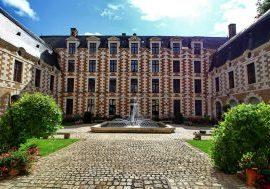 Ville de Vendôme - Cour d'Honneur de l'Hôtel de Ville